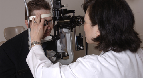 Dr. Jennifer Lim examines a patient